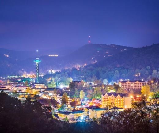 Gatlinburg-TN-City-At-Night-Glenstone-Lodge-Hotel-Hotel-In-Gatlinburg-TN-538x450
