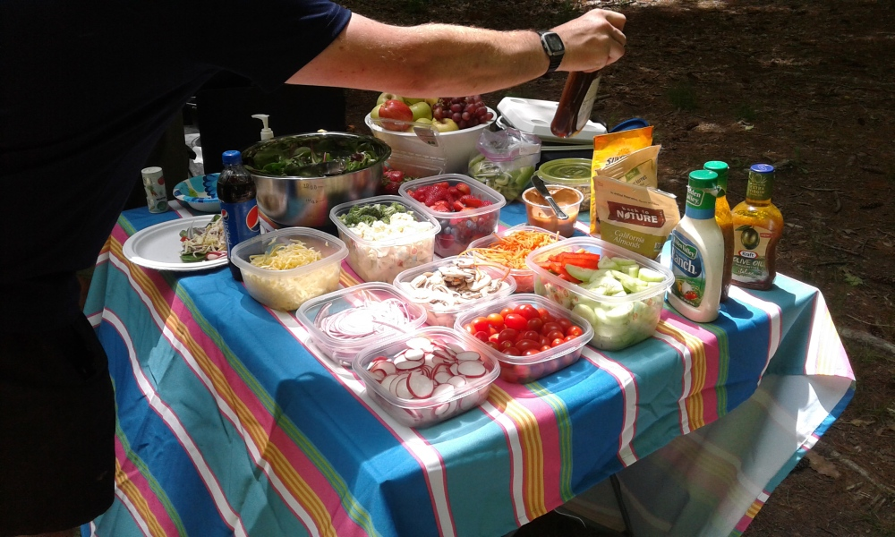 feed food slad table